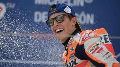 Indosport - Marc Marquez akan turun di sesi FP2 MotoGP Thailand, Jumat (04/10/19) meski baru saja kecelakaan parah. Mirco Lazzari gp/Getty Images.