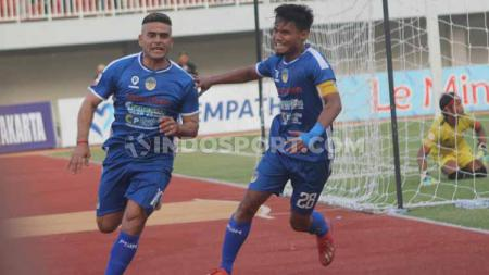 Ada 5 Pemain sepak bola beragama Islam atau mualaf yang pernah membela klub Liga 1 Persib Bandung, termasuk Cristian Gonzales. - INDOSPORT