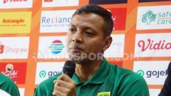 Indosport - Bejo Sugiantoro saat konfrensi pers menjelang laga lawan Bali United, Senin (23/9/19).