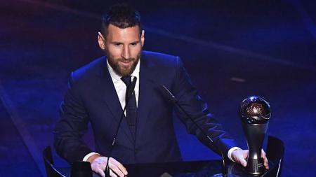 Lionel Messi memberikan komentar usai terpilih sebagai pemain terbaik 2019 versi FIFA - INDOSPORT
