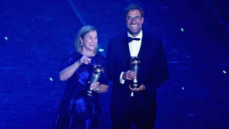Jill Ellis dan Jurgen Klopp terpilih sebagai pelatih The Best FIFA Football Awards 2019 di Teatro alla Scala, Selasa (23/09/19) Pier Marco Tacca/Anadolu Agency via Getty Images.