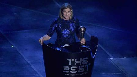 Jill Ellis terpilih sebagai pelatih The Best FIFA Football Awards di Teatro alla Scala, Selasa (23/09/19) Pier Marco Tacca/Anadolu Agency via Getty Images