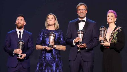 Pemain dan pelatih yang meraih penghargaan The Best FIFA Football Awards 2019 Lionel Messi, Jill Ellis, Jurgen Klopp, dan Megan Rapinoe di Teatro alla Scala, Selasa (23/09/19) Simon Hofmann - FIFA/FIFA via Getty Images