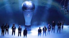 Indosport - Didominasi oleh Liverpool dan Bayern Munchen, berikut adalah daftar lengkap para bintang sepakbola yang masuk ke dalam nominasi FIFA Football Awards 2020.
