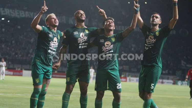 Aksi selebrasi pemain Persebaya Surabaya usai Osvaldo Haay mencetak gol. Copyright: Fitra Herdian/INDOSPORT