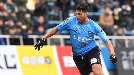 Ibba Laajab, mesin gol Yokohama FC yang buka peluang gabung Persija Jakarta musim depan. - INDOSPORT