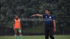 Indosport - Jafri Sastra memimpin latihan pemain PSMS Medan jelang laga kontra BaBel United.
