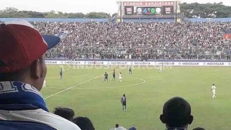 Suasana pertandingan Arema FC vs PSS Sleman. - INDOSPORT