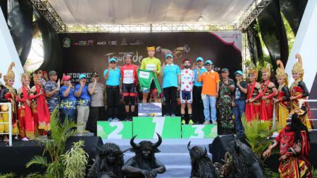 Etape pertama International Tour de Banyuwangi Ijen (ITdBI) 2019 dimenangkan pembalap asal Mongolia, Maral-Erdene Batmunkh dari Terengganu Inc. TSG Cycling Team (Malaysia). - INDOSPORT