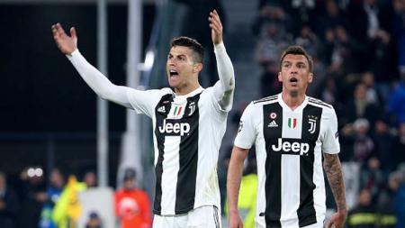 Mario Mandzukic (kanan) lebih diinginkan klub sepak bola Serie A, AC Milan ketimbang bintang muda Everton, Moise Kean. - INDOSPORT
