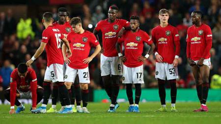 Ekspresi para pemain Manchester United saat adu penalti melawan Rochdale. - INDOSPORT