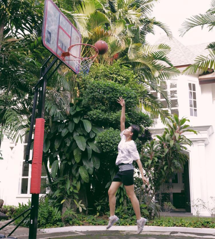 Lapangan basket milik Maudy Ayunda Copyright: Instagram.com/maudyayunda