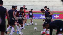 Indosport - PSM Makassar saat sedang latihan.