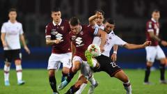 Indosport - Duel pemain Torino vs AC Milan