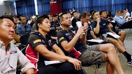 Pembalap T2 Motorsports, Rio Haryanto, jelang balapan Final Blancpain GT World Challenge Asia 2019. - INDOSPORT