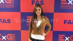 Indosport - Kartika Berliana, seorang presenter olahraga cantik sekaligus pecinta gaming ini membeberkan tim eSports profesional yang selama ini dia kagumi, yakni Genflix Aerowolf