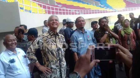 Gubernur Jawa Tengah, Ganjar Pranowo kunjungi stadion Manahan Solo siang tadi. - INDOSPORT