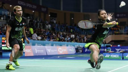 Pasangan bulutangkis Indonesia, Rinov Rivaldy dan Pitha Haningtyas Mentari, gagal melaju ke babak dua Hong Kong Open 2019 setelah dikalahkan wakil Malaysia. - INDOSPORT