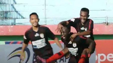 Persipura Jayapura melakukan selebrasi melawan PSM Makassar. - INDOSPORT