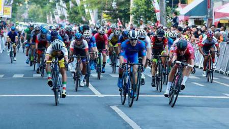 Ajang balap sepeda internasional, Tour de Banyuwangi Ijen 2019, berlangsung semakin seru. - INDOSPORT