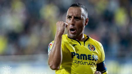 Selebrasi pemain Villarreal Santi Carzola usia cetak gol ke gawang Real Betis, Sabtu (28/09/19). - INDOSPORT