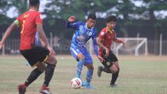 Indosport - Situasi pertandingan Persibat vs PSCS di Stadion Moh Sarengat, Batang.