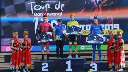 Etape terakhir menjadi penentu Robbie Hucker sebagai juara umum International Tour de Banyuwangi Ijen (ITdBI) 2019, Sabtu (28/9/2019). - INDOSPORT
