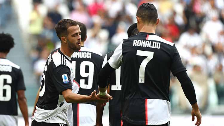Miralem Pjanic usai melakukan selebrasi bersama Cristiano Ronaldo Copyright: Marco Luzzani/Getty Images