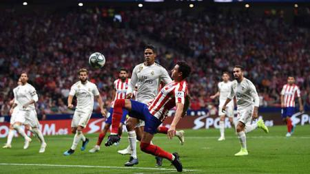 Suasana pertandingan antara Atletico Madrid vs Real Madrid - INDOSPORT