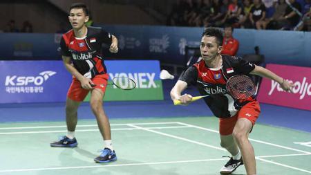 Pasangan Fajar Alfian/M. Rian Ardianto gagal melaju ke babak perempatfinal Fuzhou China Open 2019 usai mengalahkan Aaron Chia/Soh Wooi Yik, Kamis (7/11/19). - INDOSPORT