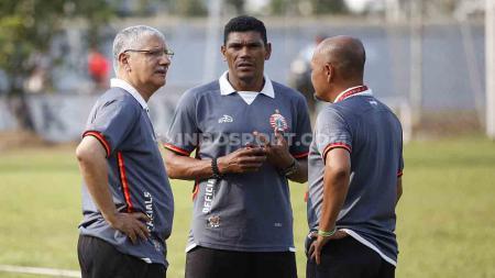 Di sisa kompetisi Shopee Liga 1 2019, pelatih asal Brasil, Edson Tavares, langsung memberikan perubahan usai ditunjuk sebagai pelatih baru Persija Jakarta. - INDOSPORT