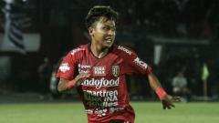 Indosport - Fahmi Al Ayyubi, pemain Bali United beraksi di laga Liga 1 2019.