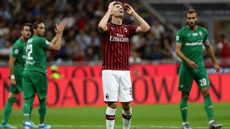 Klub Liga Inggris, Tottenham Hotspur, incar striker AC Milan, Krzysztof Piatek, untuk menggantikan posisi Harry Kane. - INDOSPORT