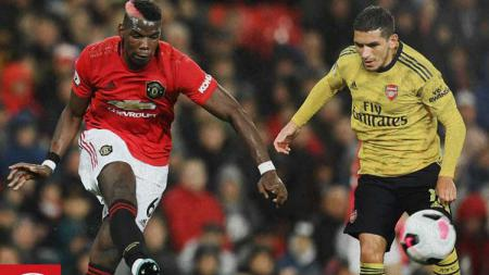 Situasi perebutan bola di laga Manchester United vs Arsenal. - INDOSPORT