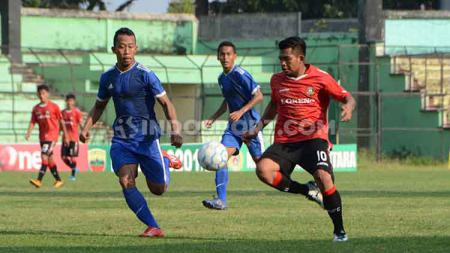 Partai final Liga 3 zona Sumut 2019 antara Karo United FC (jersey merah) melawan PS Bhinneka (jerseybiru) di Stadion Teladan, Medan, Minggu (29/9/2019) sore. - INDOSPORT