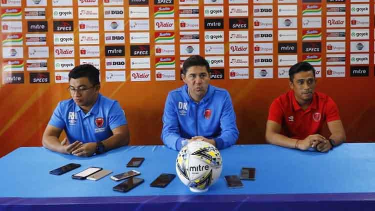Konferensi Pers PSM Makassar sebelum melawan Arema FC diwakili oleh pelatih Darije Kalezic dan pemain Beny Wahyudi Copyright: Media Officer PSM Makassar