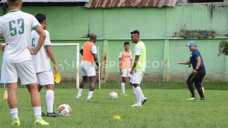 Skuat PSMS Medan saat berlatih di Stadion Kebun Bunga, Medan, beberapa waktu lalu - INDOSPORT