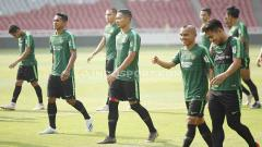 Indosport - Para pemain Timnas Indonesia Senior tampak santai jalani TC pertama di Stadion Gelora Bung Karno1.