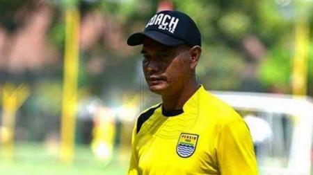 Asisten pelatih tim sepak bola putra Jawa Barat, Mulyana Uju Sujana menyebut akan memilih 18 dari 27 pemain untuk dibawa ke PON Papua 2021. - INDOSPORT