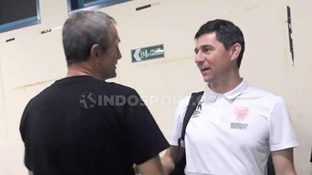 Keakraban dua pelatih antara Milomir Seslija (kiri) dan Darije Kalezic. - INDOSPORT