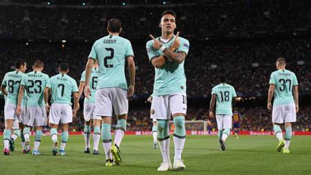 Lautaro Martinez putuskan menetap di Inter Milan meski mendapat ajakan gabung Barcelona dari Lionel Messi. - INDOSPORT