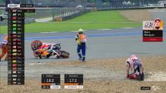 Indosport - Marc Marquez terjatuh saat FP1 MotoGP Thailand, Jumat (04/10/19).
