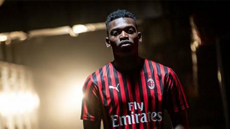 Striker AC Milan yang bernama Rafael Leao kabarnya membuat klub Serie A Liga Italia tersebut dan Stefano Pioli menghadapi dilema besar untuk musim depan. - INDOSPORT
