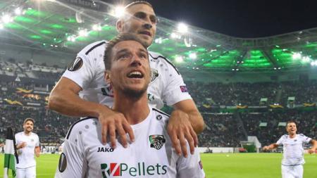 Mario Leitgeb saat merayakan golnya ke gawang Borussia Monchengladbach di Liga Europa 2019-20. - INDOSPORT