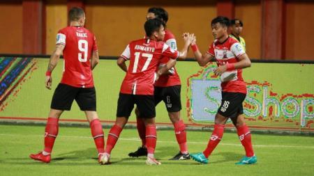 Syahrian Abimanyu melakukan selebrasi bersama Madura United di pertandingan Liga 1 2019. - INDOSPORT