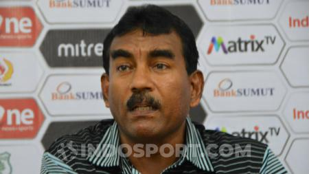 Sekretaris klub PSMS Medan, Julius Raja, mmberikan keterangan pers soal Liga 2 2020. (Aldi Aulia Anwar/INDOSPORT) - INDOSPORT