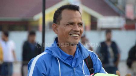 Pelatih Karo United FC, Ansyari Lubis, memberikan keterangan pers menjelang laga Liga 3 2019. - INDOSPORT