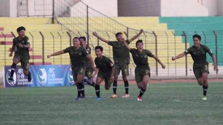 Aksi selebrasi pemain TIRA-Persikabo U-16 juara Elite Pro Academy U-16 2019. - INDOSPORT