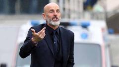 Indosport - Stefano Pioli sudah menyiapkan nama pemain untuk debut perdananya menukangi AC Milan pada laga pekan 8 Serie A Liga Italia lawan Lecce. Alessandro Sabattini/Getty Images.