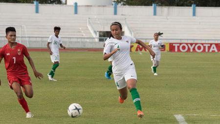 Pemain Timnas Wanita Indonesia, Shalika Aurelia, yang sedang trial di West Ham United. - INDOSPORT